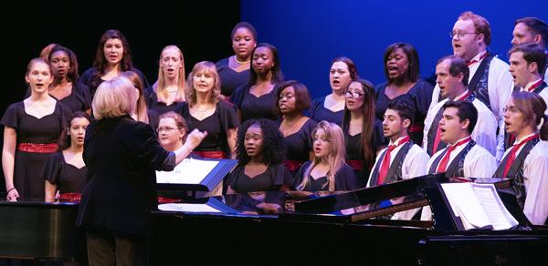 Santa Fe Singers, photo by Suzanna Mars